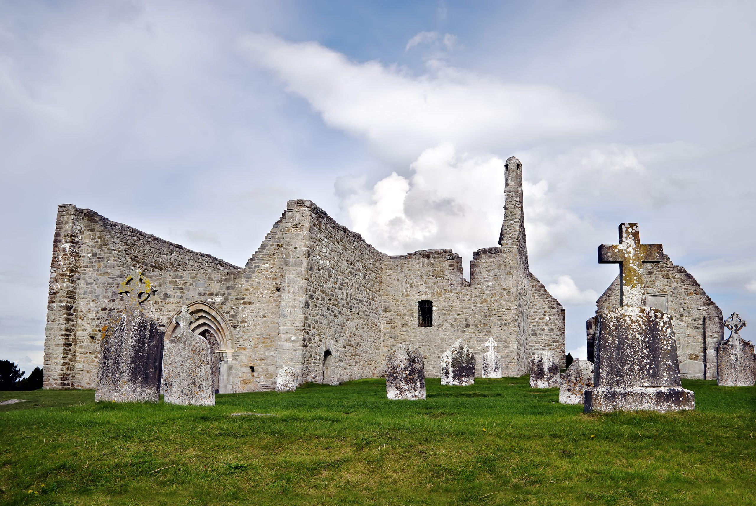 Monastery-of-Clonmacnoise-Ireland_7620696_original
